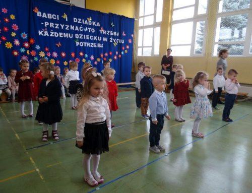 """Dzień Babci i Dziadka 2020 w grupach """"Żabki"""" i """"Stokrotki"""""""